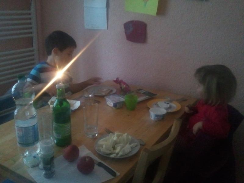 Abendbrot bei Kerzenschein